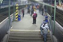 Brněnští kriminalisté dopadli dva kapsáře, kteří řádili na vlakovém nádraží i tramvajových zastávkách.