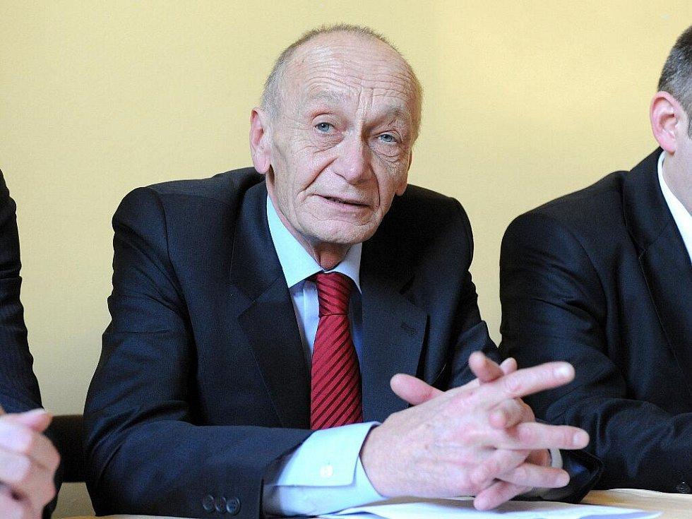 Jihomoravský hejtman Michal Hašek povede sociální demokraty do podzimních krajských voleb. Rozhodlo se o tom na krajské konferenci ČSSD v Pustiměři na Vyškovsku.