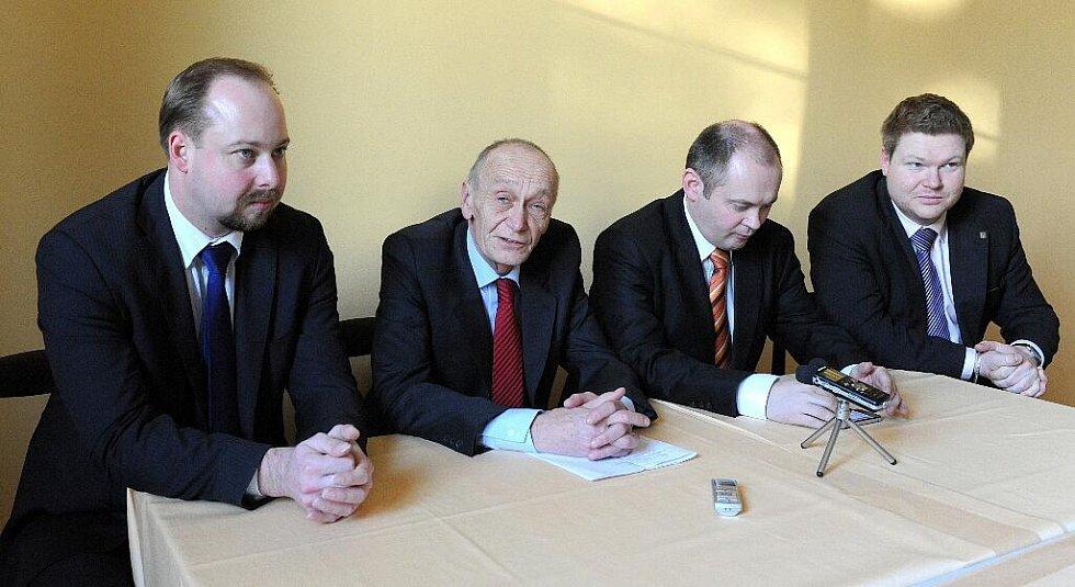 Jihomoravský hejtman Michal Hašek povede sociální demokraty do podzimních krajských voleb (zleva zleva Jeroným Tejc, Václav Božek, Michal Hašek a Michal Bortel).