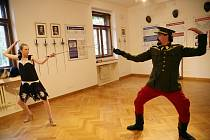 Vládní vila Stiassni obnovuje turistické okruhy a láká na novou šermírnu i hrané výstupy.