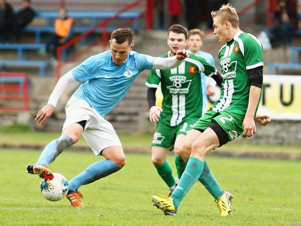 Po vítězství nad Bohunicemi fotbalisté Tatranu Rousínov (zelené dresy) porazili i Boskovice. Na jejich hřišti 3:1.