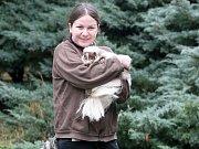 Seriál Deníku Rovnost Na den... Tentokrát si redaktorka Anna Fajkusová vyzkoušela práci chovatelky v zoo.