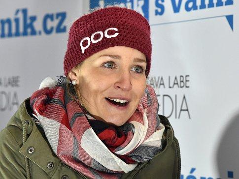 Beseda Deníku s neslyšící lyžařkou Terezou Kmochovou.