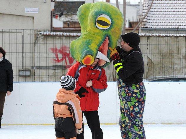 Veselý karneval na ledě v brněnských Nových Sadech.