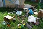 Odpad ze stavby vyhodí i v Moravském krasu. Černé skládky se nevyhnuly ani Brnu.