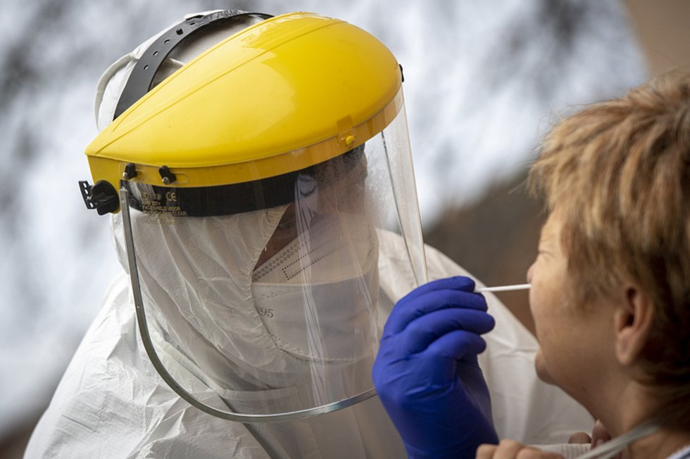 Epidemie v Česku sílí, rekordní je počet případů i pozitivity.