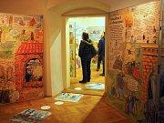 Na netradiční výstavu láká Muzeum Blanenska. Příchozí si prohlédnou devítimetrové leporelo české spisovatelky a ilustrátorky Lucie Seifertové. Návštěvníky muzea provede českou historií. Od lovců mamutů až po současnost.