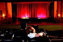 Tradiční kina na jižní Moravě se plnými promítacími sály chlubit rozhodně nemohou.