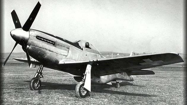 Zbytky stíhačky Mustang (na snímku) našli historikové a nadšenci na poli ve Slatině.