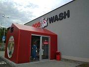 V Brně otevřeli první samoobslužný mycí box pro psy v České republice.