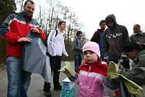 Úklid ekologických aktivistů v Mariánském údolí v Líšni.