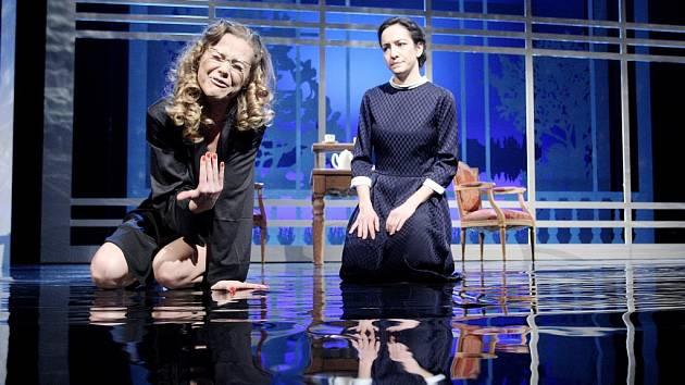 Pavla Vitázková (Liesel Landauerová) a Svetlana Janotová (Kata).