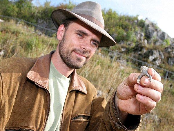 Archeolog Neruda se svým vzácným nálezem
