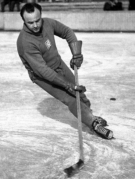Vladimír Bouzek v roce 1950.