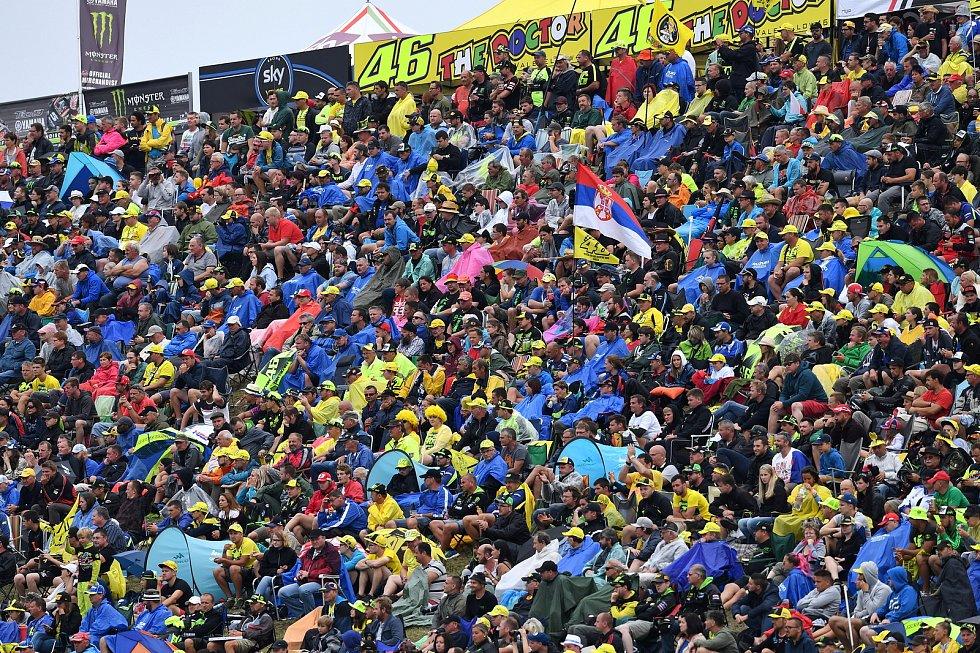 Diváci na okruhu při brněnské Monster Energy Grand Prix České republiky 2017.