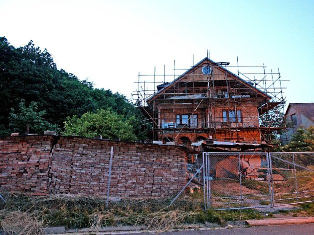 Staveniště vily vbrněnských Ivanovicích, zníž chtěl mít vůdce sekty modlitebnu