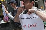 Studenti, absolventi a zaměstnanci Gymnázia Křenová demonstrovali v Brně.
