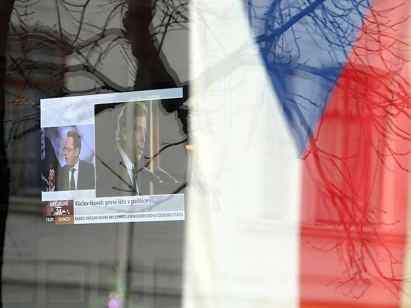 Smrt Václava Havla je hlavním tématem diskuzí v restauracích i v médiích.