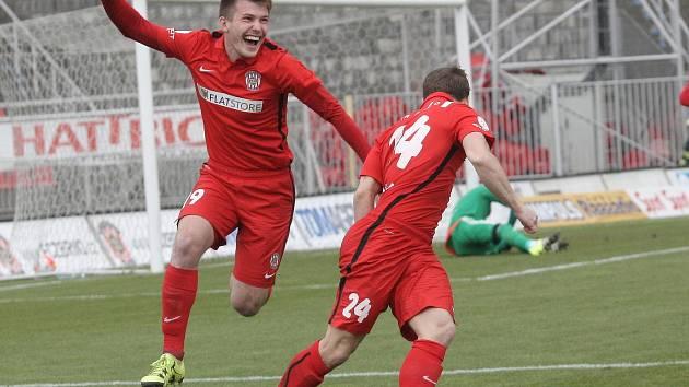 Fotbalisté Brna porazili v 22. ligovém kole Duklu 3:0 a naplno bodovali i ve třetím jarním domácím utkání. O nejrychlejší gól sezony se postaral Alois Hyčka, ve 44. minutě zvýšil Petr Buchta a po pauze přidal třetí branku Zbrojovky Michal Škoda.