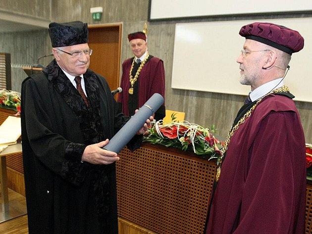 Prezident České republiky Václav Klaus přijal titul čestného doktora Vysokého učení technického v Brně.