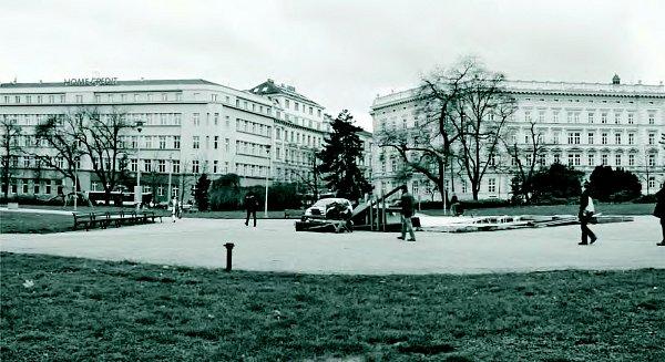 Historický pohled na Moravské náměstí vBrně.