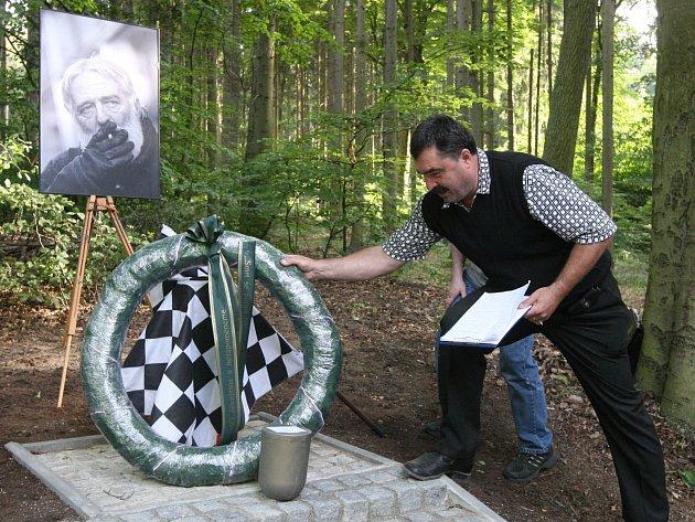 Odhalení pomníku Amose Krejčího.