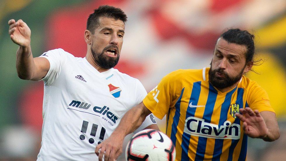 Fotbalista Pavel Zavadil (vpravo) naposledy hrál v Opavě.