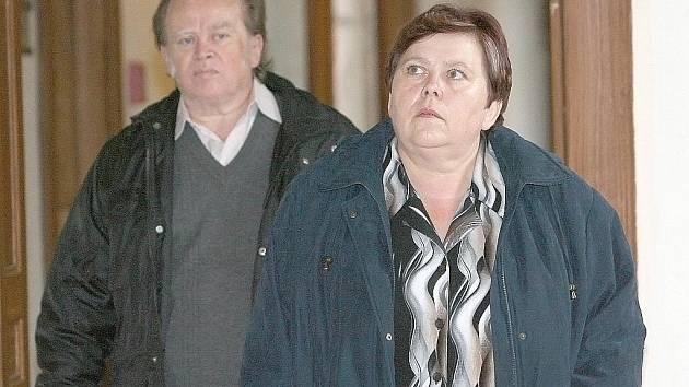 Manželé Rosnerovi u brněnského soudu.