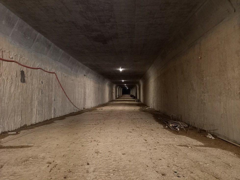 Pohled do tunelu. Foto z první poloviny srpna.