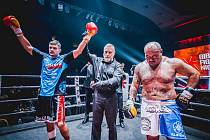 Brněnský thajboxer Tomáš Hron knokautoval legendu K-1 Mighty Moa