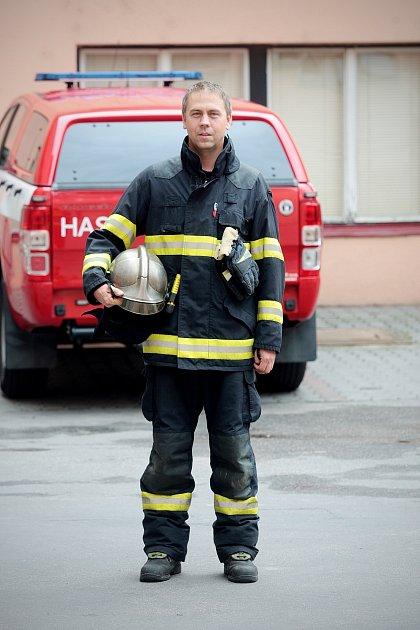 Velitel hasičů zbrněnské stanice Lidická Tomáš Richter.