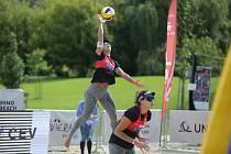 Na brněnském koupališti Riviéra bojují plážové volejbalistky o finanční odměny i body do žebříčku na dvouhvězdičkovém turnaji Světové tour.