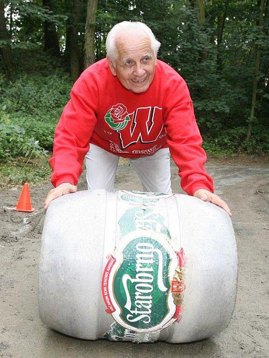 Ostřílený borec Josef Holubář se na start Sudovalu poprvé postavil už před třemi lety. Tehdy mu bylo osmdesát let.