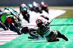 Finálový závod Moto3 Velká cena České republiky, závod mistrovství světa silničních motocyklů v Brně 4. srpna 2019. Na snímku pád závodníka Albert Arenas (SPA).