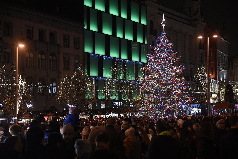 Vánoční strom na náměstí Svobody.