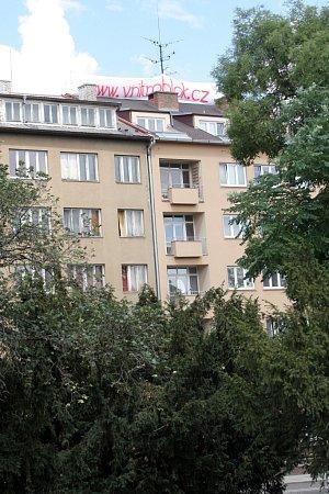 Obyvatelé zokolí Soukenické ulice bojují proti zastavění vnitrobloku. Zda se jim podaří zachovat zahrady, rozhodne město.
