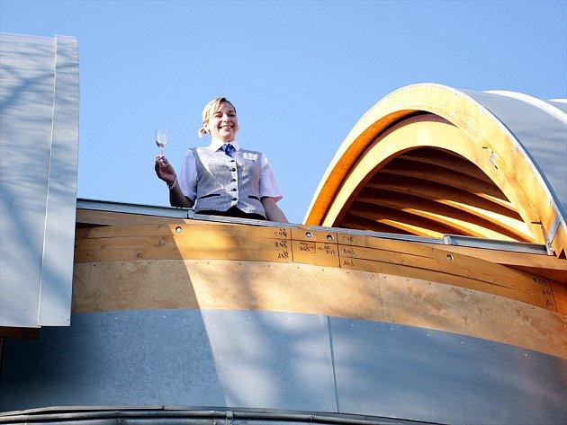 Nová kopule univerzitní observatoře již slouží studentům.