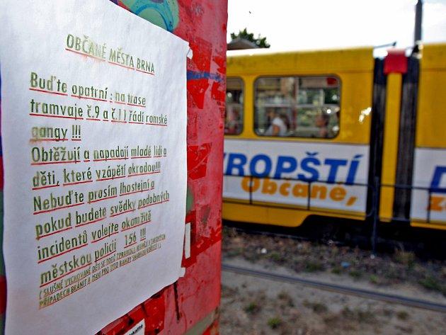 Plakáty proti Romům.