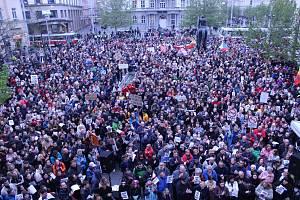 Demonstrace za svobodnou justici se v pondělí v Brně zúčastnilo podle policie 2000 lidí.