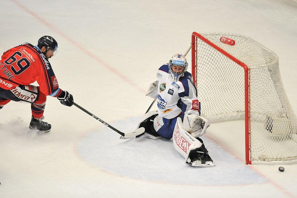Utkání 35. kola hokejové extraligy: HC Vítkovice Ridera vs. HC Kometa Brno, 30. prosince 2017 v Ostravě. (vlevo) Szturc Roman a Čiliak Marek.