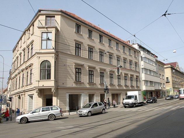 Zrekonstruovaný dům na rohu Pekařské a Husovy.
