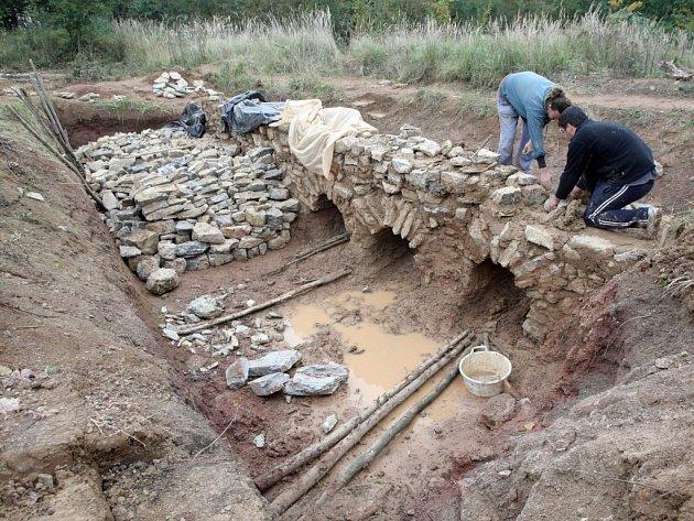 Středověká pec pochází ze třináctého století. Vápno se tehdy používalo při stavbách důležitých církevních a měšťanských staveb.