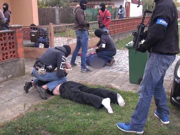 Marihuana, kokain... Prodával drogy ve velkém, přímo na ulici ho zatkla URNA
