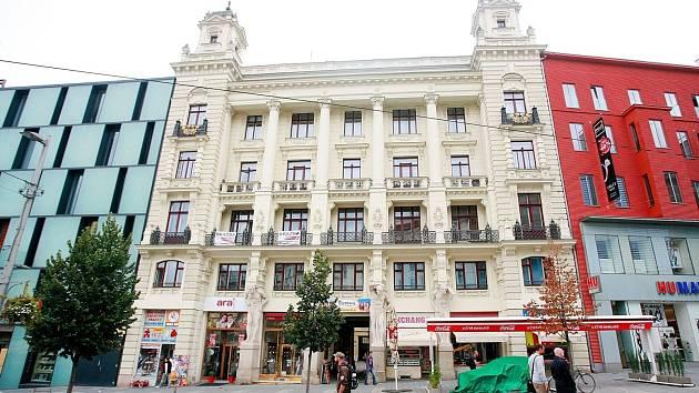Dům U Mamlasů na brněnském náměstí Svobody. V přízemí je už dlouhou řadu let i cukrárna.