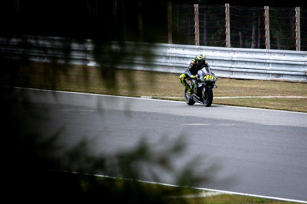 I největší ikona MotoGP Valentino Rossi si bude muset zvyknout, že ho na tribunách nebudou podporovat tisíce jeho příznivců.