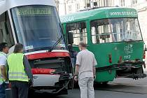 Odstavené havarované tramvaje v centru Brna.