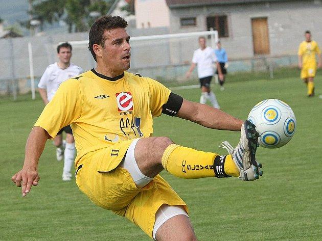 Kapitán fotbalových Rosic Petr Malata.