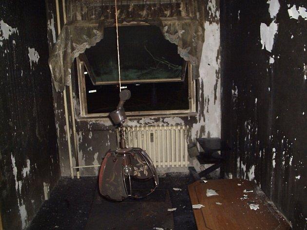 Požár panelového bytu v brněnském Starém Lískovci.