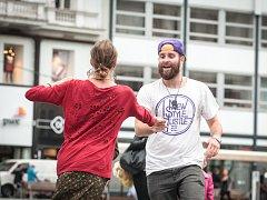 Tančírna na brněnském náměstí Svobody. Lidé předváděli kreace párového tance New Style Hustle, který je inspirovaný salsou.
