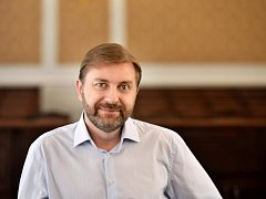 Uvolněný mandát po Bohuslavu Sobotkovi v poslanecké sněmovně převezme Roman Sklenák.